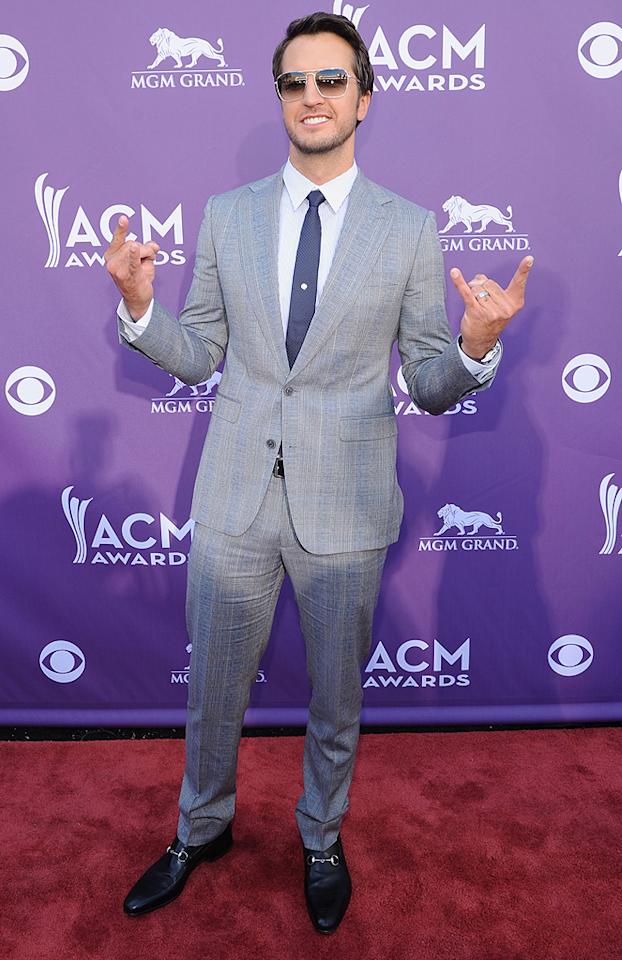 "<p class=""MsoNormal"">Who says country singers have to wear boots and cowboy hats? Apparently, someone forgot to give that memo to Luke Bryan, who sported a gray suit and shades.</p>"