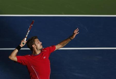Stanislas Wawrinka of Switzerland serves to Andy Murray of Britain at the U.S. Open tennis championships in New York September 5, 2013. REUTERS/Adam Hunger