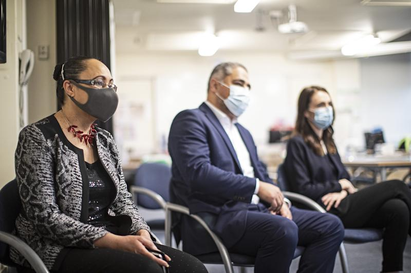 AUCKLAND, NEW ZEALAND - AUGUST 31: New Zealand Prime Minister, Jacinda Ardern, along with Associate Health Ministers, Jenny Salesa and Peeni Henare (Maori Health) pay a visit to Auckland's contact tracing centre at Auckland Regional Public Health Service on August 31, 2020 in Auckland, New Zealand. Face coverings are now compulsory for all New Zealanders over the age of 12 on public transport or planes under current Alert Level restrictions in place across the country. Auckland is currently at Alert Level 2.5 while the rest of New Zealand is at Alert Level 2. (Photo by Lawrence Smith - Pool/Getty Images)