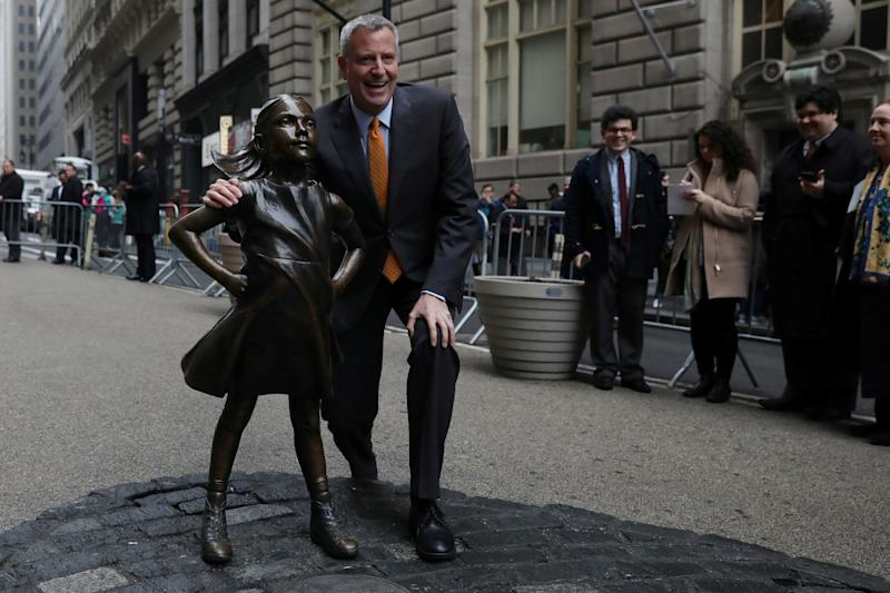 New York City Mayor Bill de Blasio poses next to the Fearless Girl statue in New York on March 27, 2017. (Shannon Stapleton/Reuters)