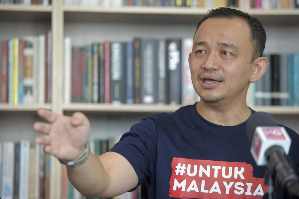 In November, Maszlee launched the #UntukMalaysia intiative, a movement aimed to resolve the learning problems faced by students nationwide since the Covid-19 pandemic struck the country. — Picture by Shafwan Zaidon