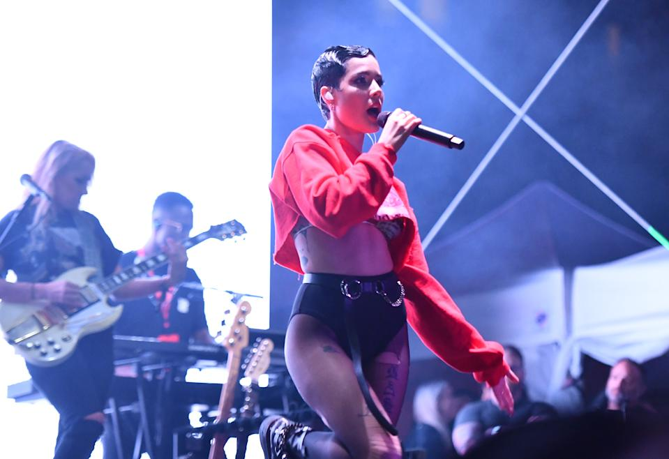 Halsey called out a heckling fan during her performance in Miami. (Photo: Noam Galai/Getty Images for BudX)