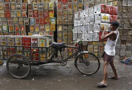 India set for record edible oil imports as scanty rains trim output: analyst