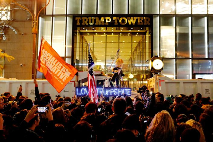 <p>Protesters reach Trump Tower as they march against Republican president-elect Donald Trump in the neighborhood of Manhattan in New York, U.S., November 9, 2016. (REUTERS/Eduardo Munoz) </p>