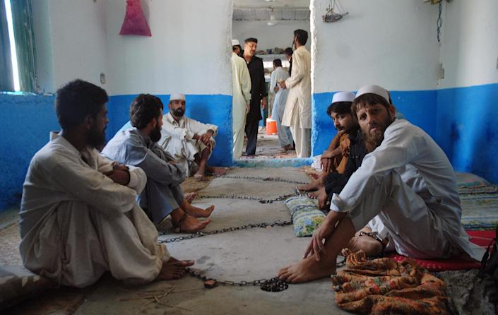 Chained Pakistani drug addicts at a centre in Haripur on July 19, 2014 (AFP Photo/Shakil Ahmad)