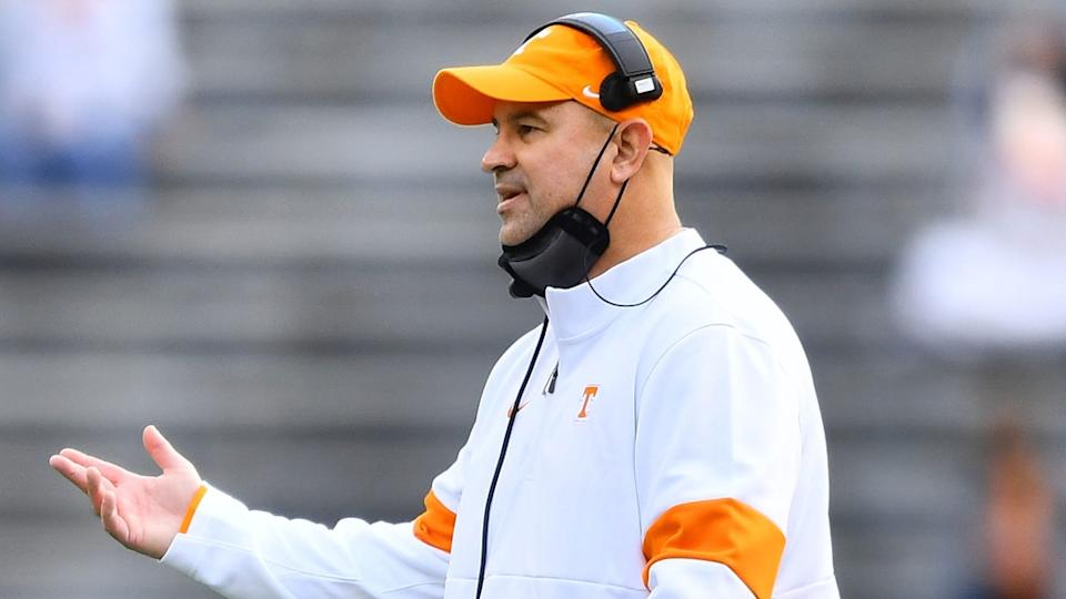 Jeremy Pruitt at Tennessee mask under chin