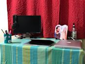 A tidy workstation is all you need, and your spouse's photo every time you want to day dream <em>Photo credit: Bharath Singh K</em>