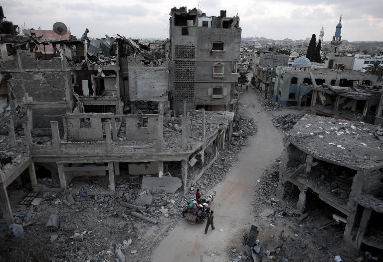 Palestinians flee their destroyed neighbourhood on a horse and cart in the northern Gaza Strip city of Beit Hanun on August 18, 2014