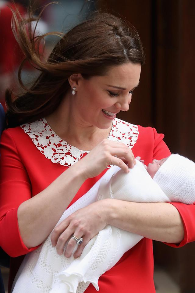 The proud mother showed off her new baby just hours after giving birth. (Photo: Getty Images)