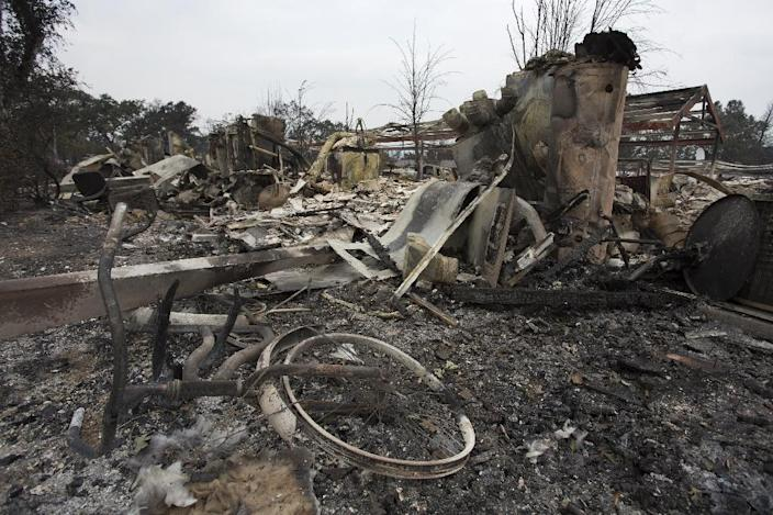 A bicycle lies in the ruins of an apartment complex destroyed by the Valley Fire on September 14, 2015 in Middletown, California (AFP Photo/David McNew)