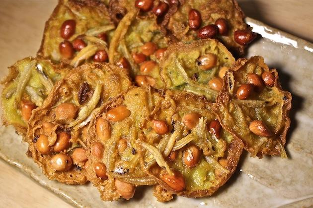 Making that peanut and anchovy cracker – Rempeyek