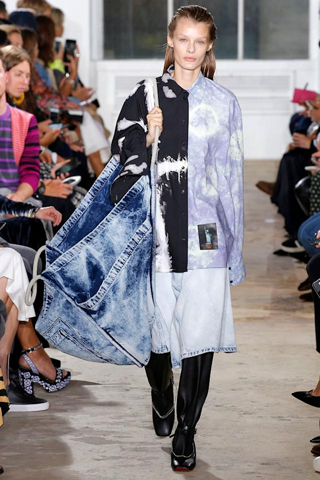 <p>Tie-dye doesn't always have to be bright and colorful. At Proenza Schouler's Spring 2019 show, the designers debuted a color-block-version shirt in lavender and black. (Photo: Getty Images) </p>