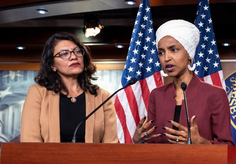 Democratic Representatives Ilhan Omar (R) and Rashida Tlaib speak about President Trump's Twitter attacks against them in the US Capitol in Washington, DC, USA. EFE/JIM LO SCALZO