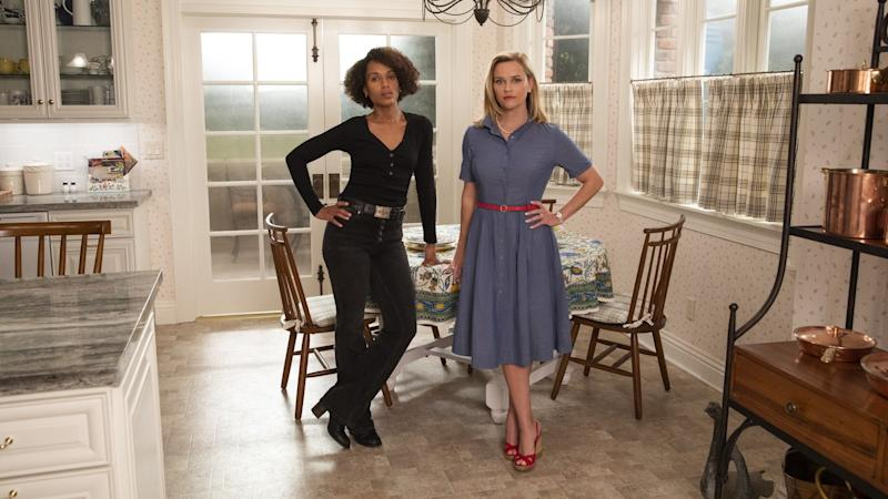 """Kerry Washington (li.) und Reese Witherspoon in der Hulu-Serie """"Little Fires Everywhere"""" ©Amazon Prime Video"""