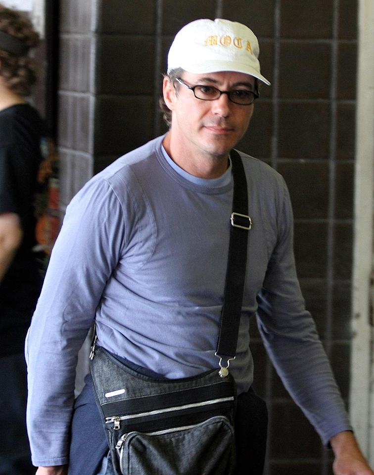 "Robert Downey Jr. sports specs on his cross country flight from Miami to L.A. <a href=""http://www.infdaily.com"" target=""new"">INFDaily.com</a> - April 3, 2006"