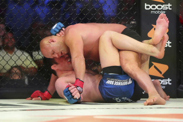 Fedor Emelianenko <span>overpowered Chael Sonnen on Oct. 13 to advance to the finals of the Bellator heavyweight Grand Prix tournament</span>. (AP Photo/Gregory Payan)