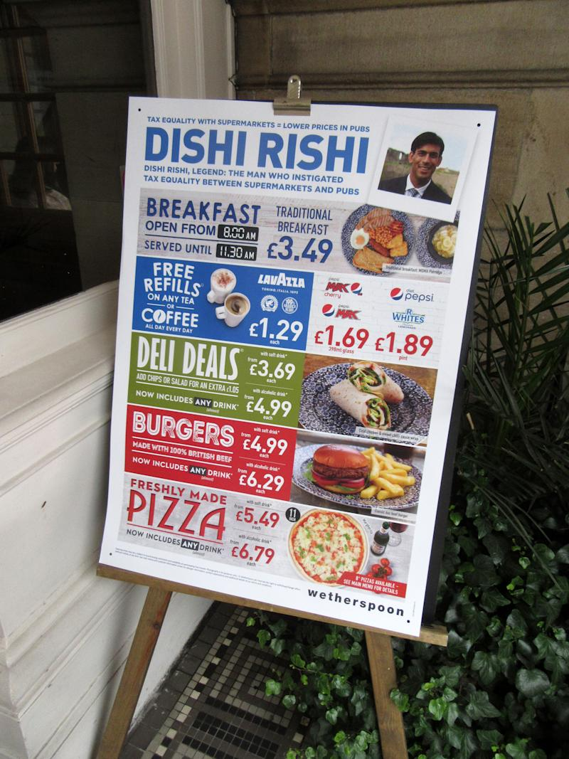 Advertisement sign seen outside a bar&restaurant for the Eat Out to Help Out scheme. UK Chancellor Rishi Sunak's �Eat Out To Help Out� scheme has been used over 10 million times in its first week. Diners receive a 50\% discount, up to �10 each, on food or non-alcoholic drinks every Monday, Tuesday and Wednesday during August. The scheme is to help boost the ailing hospitality industry which has been hard hit during the coronavirus pandemic. (Photo by Keith Mayhew / SOPA Images/Sipa USA)