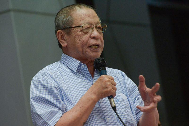 Lim Kit Siang questioned why MIC, MCA, Gerakan and other BN component parties had not equally claimed the monies despite Umno having asserted that the money actually belongs to the party. — Picture by Mukhriz Hazim