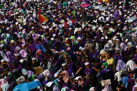 Supporters attend a rally to support the adoption of a strict Islamic penal code at Padang Merbok in Kuala Lumpur, Malaysia, February 18, 2017. REUTERS/Athit Perawongmetha
