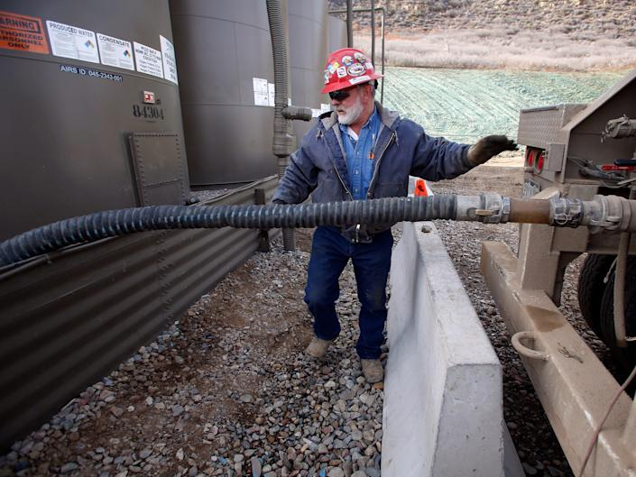 water fracking oil well drilling