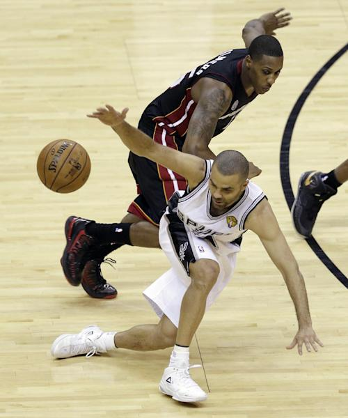 San Antonio Spurs' Tony Parker (9) loses the ball as Miami Heat's Mario Chalmers defends during the second half at Game 4 of the NBA Finals basketball series, Thursday, June 13, 2013, in San Antonio. (AP Photo/David J. Phillip)