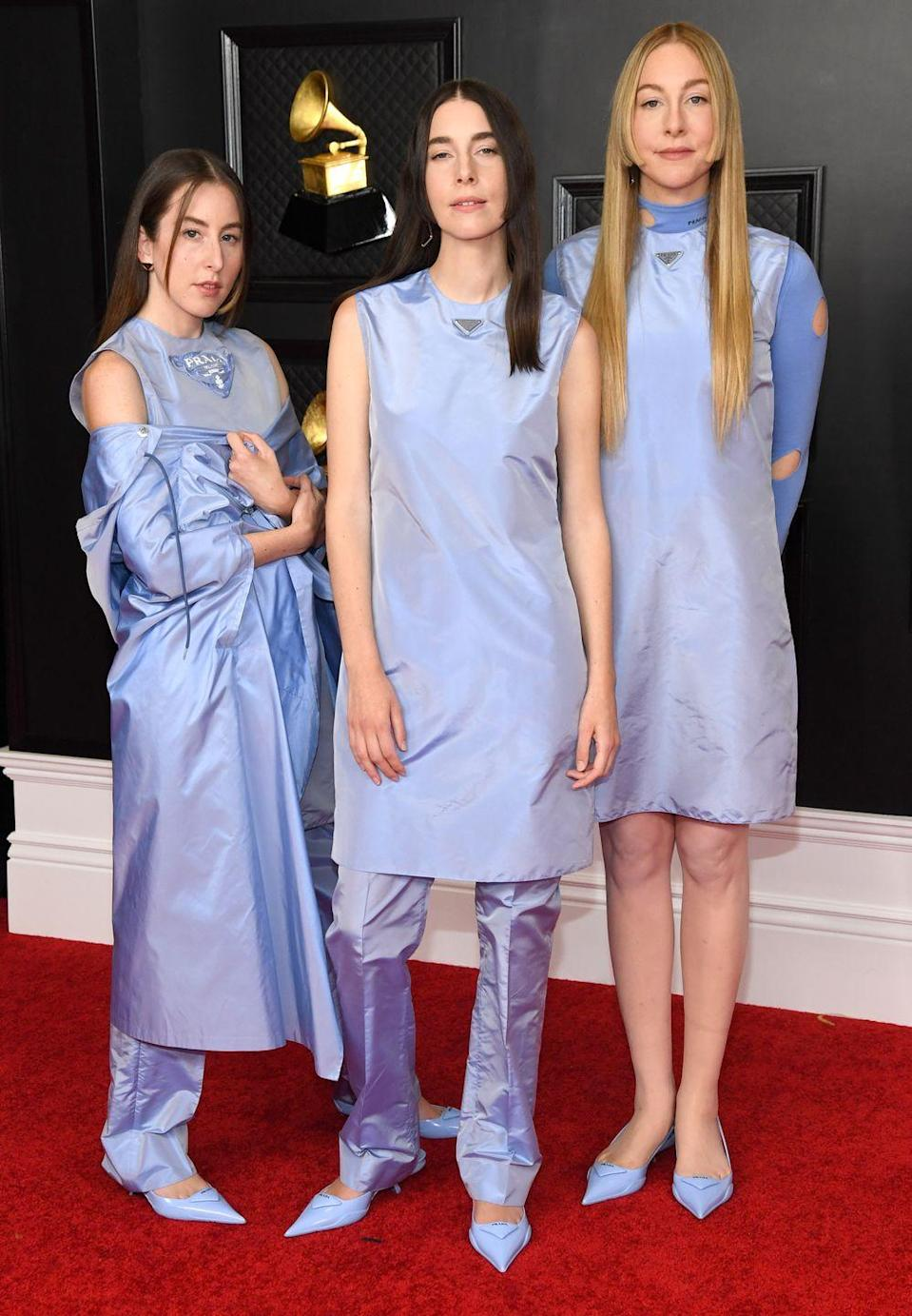 <p>Haim gave a lesson in co-ordinated dressing last night, with all three sisters looking excellent wearing top-to-toe pale blue Prada looks from the Italian label's most recent ready-to-wear collection.</p>