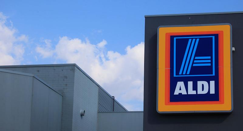 Discount supermarket ALDI has slammed loyalty cards offered by Coles and Woolworths for not offering enough rewards for customers. Source: Getty Images (File pic)