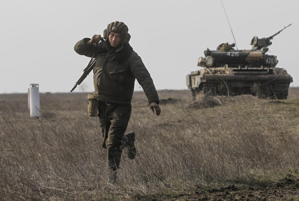 A Ukrainian serviceman takes part in a military drill near the city of Mykolaiv, also known as Nikolayev, in southern Ukraine, northwest of the Crimean peninsula March 14, 2014. REUTERS/Valentyn Ogirenko