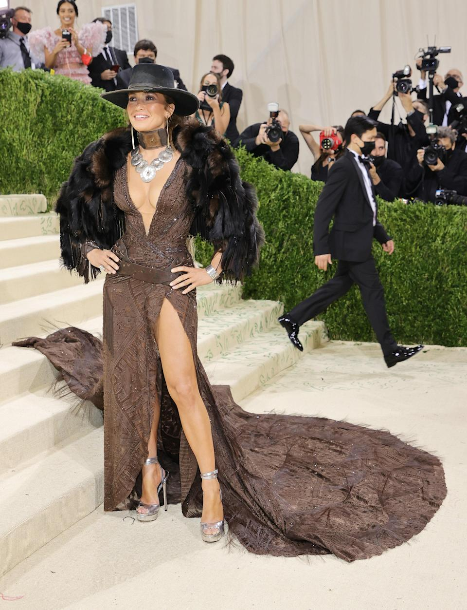 """<h1 class=""""title"""">The 2021 Met Gala Celebrating In America: A Lexicon Of Fashion - Arrivals</h1><cite class=""""credit"""">Mike Coppola</cite>"""