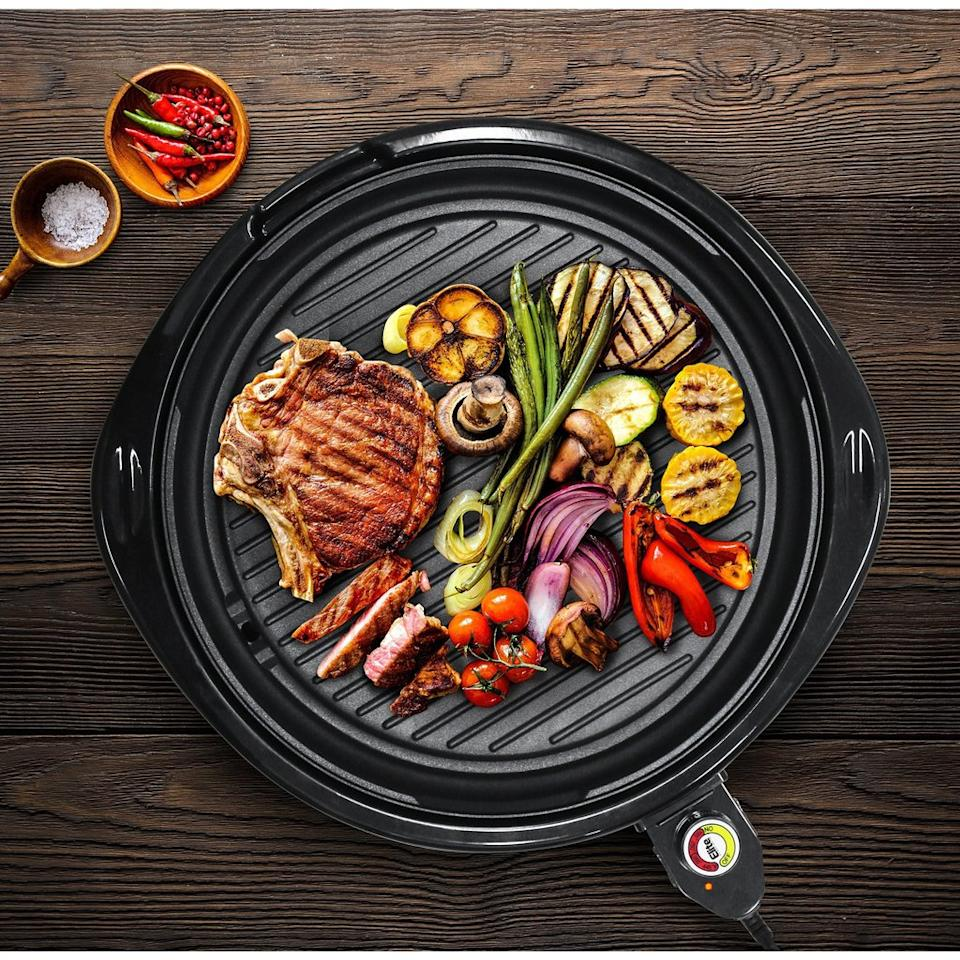 Chop, chop: Nab this $40 grill before they notice that they priced it too low. (Photo: Elite Gourmet)