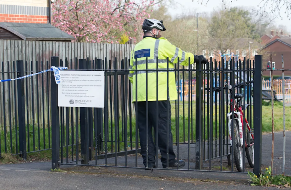 A police officer at the scene of an alleged gang rape at Kirkup Gardens, Wythenshawe, Manchester. (Reach)