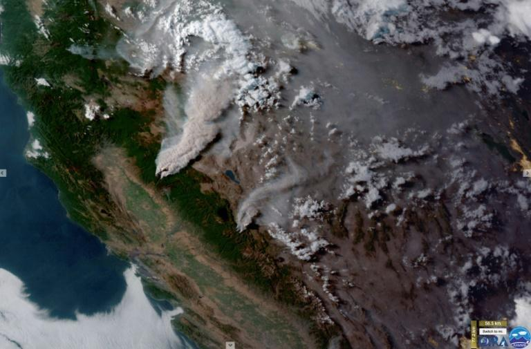 Smoke from the Dixie Fire (top) and the Tamarack Fire in Northern California on July 21, 2021
