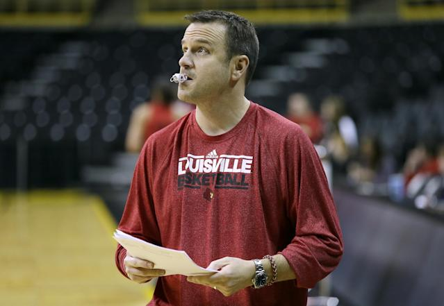 Louisville head coach Jeff Walz watches his team practice for the NCAA women's college basketball tournament, Saturday, March 22, 2014, in Iowa City, Iowa. Louisville plays Idaho in a first-round game on Sunday. (AP Photo/Charlie Neibergall)
