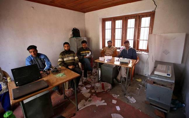 After 7 per cent on Sunday, Srinagar repoll sees 2 per cent turnout, worst ever in Jammu and Kashmir