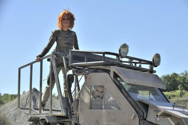 "Stephanie Leonidas as Irisa in the ""Defiance"" episode, ""Brothers in Arms."""