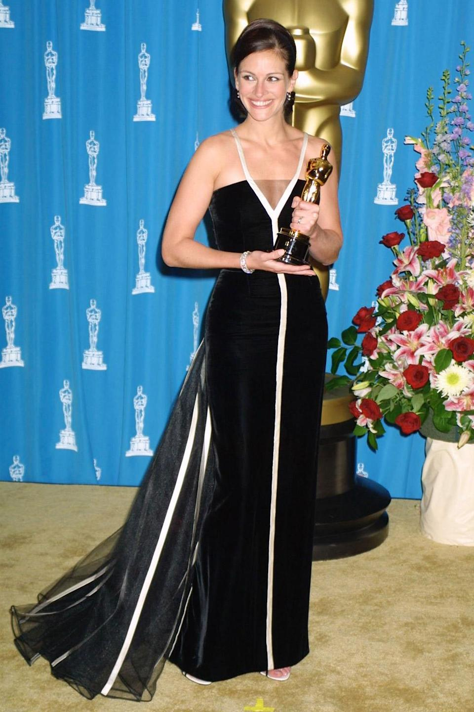 <p>Julia Roberts smiled as she posed with her Academy Award for Best Actress, which she won playing the titular role in <em>Erin Brockovich.</em></p>
