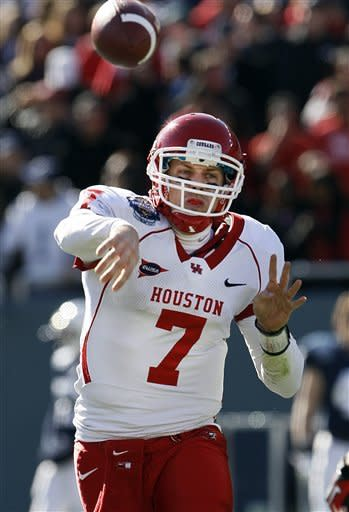 Houston quarterback Case Keenum (7) makes a pass during the first half of the TicketCity Bowl NCAA college football game against Penn State, Monday, Jan. 2, 2012, at the Cotton Bowl in Dallas. (AP Photo/Brandon Wade)