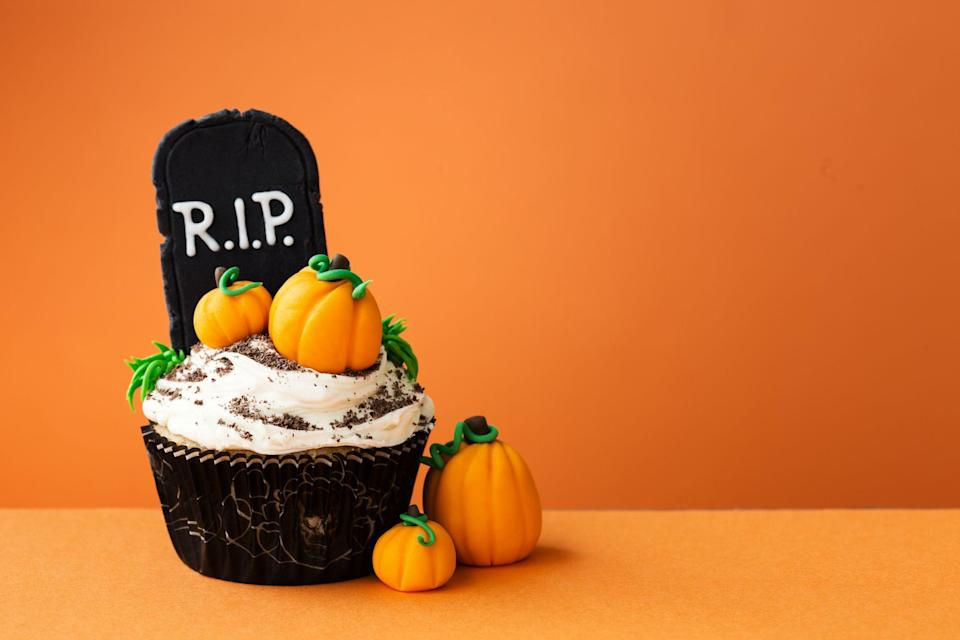 """<p><a href=""""http://www.cosmopolitan.com/uk/halloween/"""" rel=""""nofollow noopener"""" target=""""_blank"""" data-ylk=""""slk:Halloween"""" class=""""link rapid-noclick-resp"""">Halloween</a> typically revolves around finding the <a href=""""https://www.cosmopolitan.com/uk/fashion/style/a45934/halloween-costume-ideas-easy-cool-cheap/"""" rel=""""nofollow noopener"""" target=""""_blank"""" data-ylk=""""slk:best costumes"""" class=""""link rapid-noclick-resp"""">best costumes</a>, creating some <a href=""""https://www.cosmopolitan.com/uk/worklife/campus/news/a30288/diy-halloween-house-party/"""" rel=""""nofollow noopener"""" target=""""_blank"""" data-ylk=""""slk:DIY decorations"""" class=""""link rapid-noclick-resp"""">DIY decorations</a> and <a href=""""https://www.cosmopolitan.com/uk/entertainment/g4662/easy-pinterest-halloween-recipes/"""" rel=""""nofollow noopener"""" target=""""_blank"""" data-ylk=""""slk:throwing a October 31 party"""" class=""""link rapid-noclick-resp"""">throwing a October 31 party</a>, and after the past 18 months we've had we're buzzing to focus all our attention on food, decor and fancy dress - aka the dream combo.</p><p>So, why not use this year as an opportunity to bake a Halloween cake? These suggestions make perfect centrepieces at a dinner party, or even just because you fancy baking. Because honestly, who needs a genuine reason to get on board with a cake?</p><p> These Halloween cakes are equal parts trick or treat, and range from easy to hard. So whether you fancy a Halloween cake recipe inspired by spiders or ghosts; witches or pumpkins - or even an incredible Frankenstein creation, we've got you covered. </p><p>And let's not stop at the Halloween cakes. How about <a href=""""https://www.cosmopolitan.com/uk/worklife/g12018888/halloween-biscuits/"""" rel=""""nofollow noopener"""" target=""""_blank"""" data-ylk=""""slk:Halloween biscuit"""" class=""""link rapid-noclick-resp"""">Halloween biscuit</a>s? <a href=""""https://www.cosmopolitan.com/uk/worklife/g11663920/pumpkin-carving-ideas/"""" rel=""""nofollow noopener"""" target=""""_blank"""" data-ylk=""""slk:Pumpkin carving ideas"""" class=""""link rapid"""
