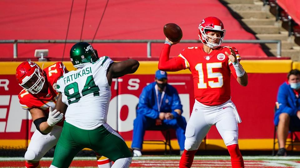 Patrick Mahomes passes a ball against the Jets
