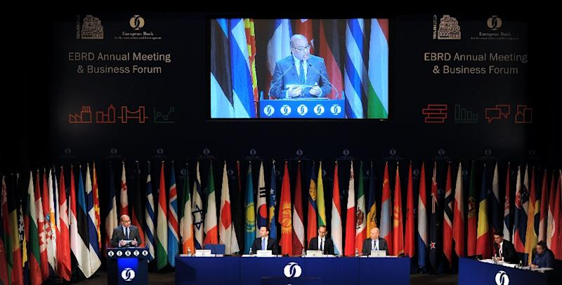 EBRD President Suma Chakrabarti gives a speech during the opening session of the European Bank for Reconstruction and Development's annual meeting in Tbilisi on May 14, 2015 (AFP Photo/Vano Shlamov)