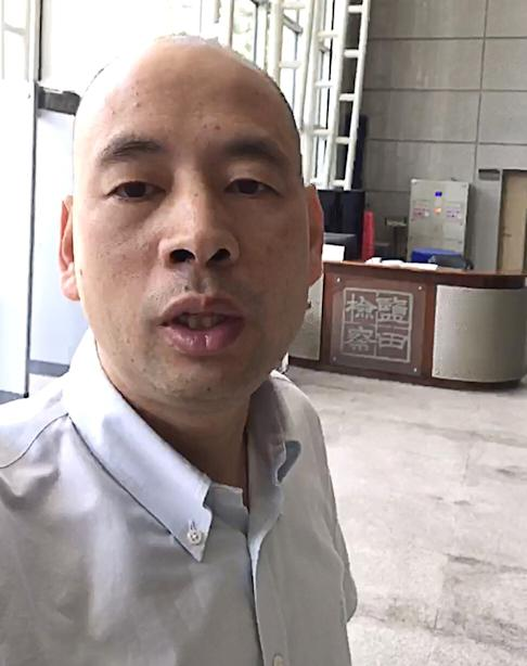 Mainland lawyer Lu Siwei filmed himself trying to make a complaint at Yantian People's Procuratorate. Photo: Handout