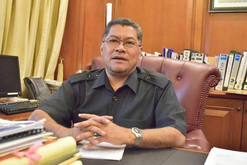 Johor Housing, Communication and Multimedia Committee chairman Dzulkefly Ahmad said that the state government will propose to reinforce the equipment used by the state's Fire and Rescue Department. — Picture by Ben Tan