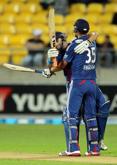 Michael Lumb (L) and Alex Hales of England celebrate after winning the third Twenty20 International match between New Zealand and England at Westpac Stadium on February 15, 2013 in Wellington, New Zealand.  (Photo by Hagen Hopkins/Getty Images)