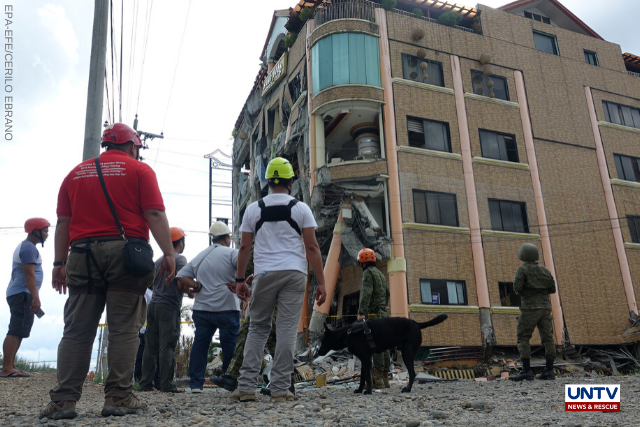 Soldiers and rescue workers inspect a damaged hotel in the aftermath of a 6.5 magnitude earthquake, in Kidapawan city, Cotabato province, Philippines, 31 October 2019. EPA-EFE / CERILO EBRANO