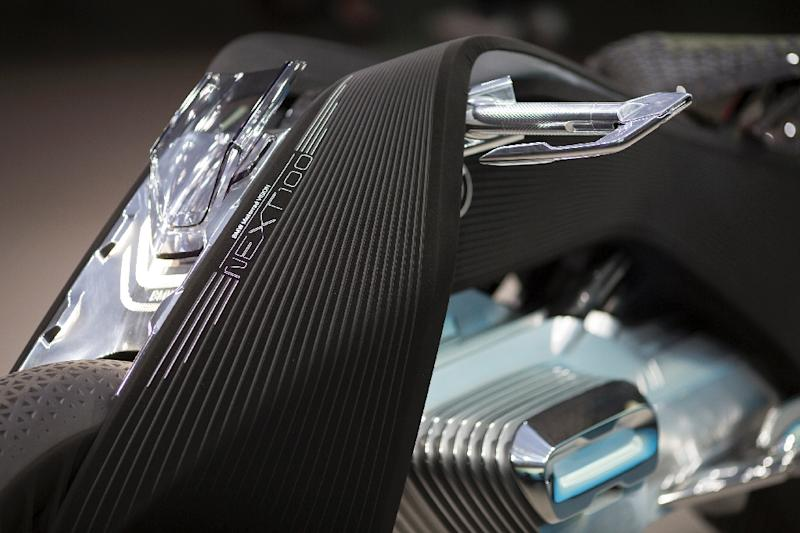 Bmw Presents Its Self Balancing Motorcycle Of The Future