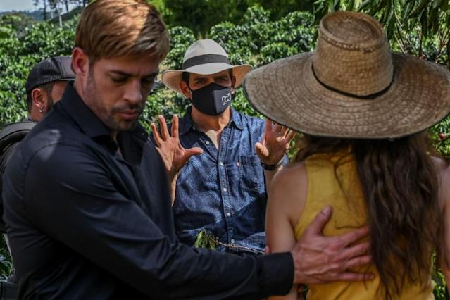 Director Mauricio Cruz (center) gives instructions to actors Laura Londono (right) and William Levy