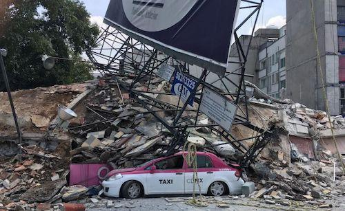 <p>Huge piles of rubble litter the streets in Mexico City (Rex features) </p>