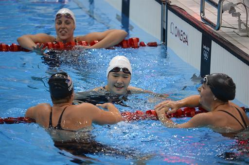 China's Ye Shiwen (C) celebrates after winning the women's 200m individual medley final during the swimming event at the London 2012 Olympic Games on July 31, 2012 in London. AFP PHOTO / ODD ANDERSEN