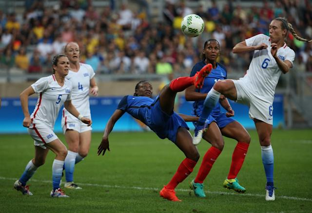 <p>France's Kadidiatou Diani, center, fights for the ball with United States Whitney Engen during a group G match of the women's Olympic football tournament between United States and France at the Mineirao stadium in Belo Horizonte, Brazil, Saturday, Aug. 6, 2016. (AP Photo/Eugenio Savio) </p>