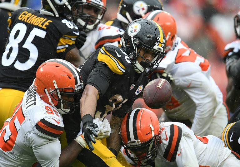 The Cleveland Browns were unable to take advantage of six Pittsburgh turnovers as the two teams played to a 21-21 tie in a steady downpour